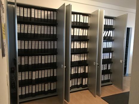 Rechnungen und Zahlungsanordnungen füllen bei der Stadt Marburg rund 40 laufende Meter Regal in Papierform.©Dr. Karen Verbist, Stadt Marburg