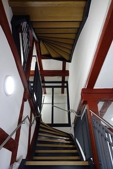 Innenansicht eines sanierten Treppenhauses in den Remisen.©Universitätsstadt Marburg