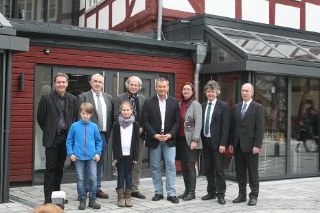 1.Sie freuten sich über die Einweihung der sanierten Fronhof-Remisen: Oberbürgermeister Dr. Thomas Spies (4. von links), Bürgermeister Dr. Franz Kahle (2. von links), Stadträtin Dr. Kerstin Weinbach (3. von links) sowie (von links) Schulleiter  Udo Damts©Universitätsstadt Marburg