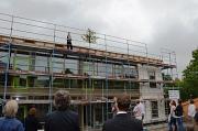 Die Kindertagesstätte am Richtsberg feierte Richtfest. Sie wird künftig zwei Hortgruppen, zwei Kindergartengruppen und eine Krippengruppe beherbergen.