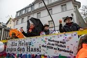 """Der Magistratswagen fuhr unter dem Motto """"Ein Helau gegen den Hass"""" im Rosenmontagszug mit."""
