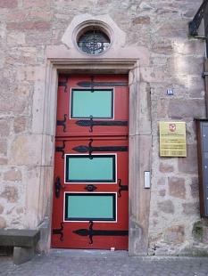Rote Eingangstür Steinernes Haus©Kerstin Hühnlein