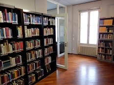 Regale mit Büchern aus der Sachgruppe Religion©Universitätsstadt Marburg