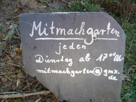Schild aus Schiefer zum Treffen im Mitmachgarten©Universitätsstadt Marburg FD Stadtgrün, Celia Meggers