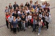 Stadträtin Kirsten Dinnebier (vorne links) empfing die Schülerinnen und Schüler aus Spanien und deren Gastgeschwister im Marburger Rathaus.