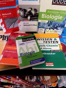 Eine Auswahl an Büchern speziell für Schüler aus den Sachgebieten Biologie, Mathematik, Chemie und Physik.