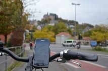 Mit Hilfe einer App schaltet die Ampel, wenn es der Verkehr erlaubt, früher auf Grün oder später auf Rot.