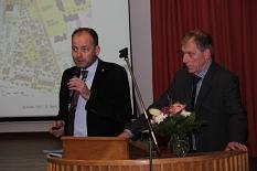 Bernd Nützel (rechts) und Marc Engelhard betonten, dass Baurecht nicht bedeute, dass alles Mögliche umgesetzt wird.©Heiko Krause, Stadt Marburg