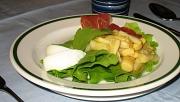 Spargelsalat auf Teller schön angerichtet