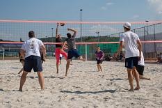 Sport und Spaß im Sonnenschein: Beim Beachvolleyball traten die Beschäftigten in Teams gegeneinander an.©Stadt Marburg, Patricia Grähling
