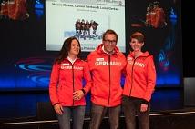 Noemi Ristau (rechts) wurde mit ihren Guides für ihre Teilnahme bei den Paralympischen Spielen ausgezeichnet.