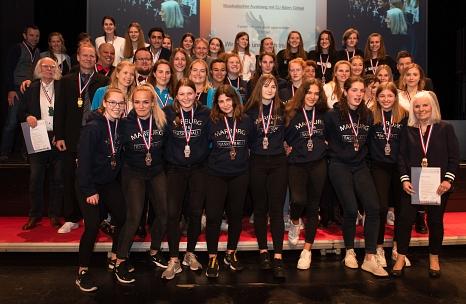 Die Marburger Basketballer*innen wurden für verschiedene Erfolge mit Gold, Silber und Bronze ausgezeichnet.©Melanie Weiershäuser, i.A.d. Stadt Marburg