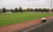"""Der Magistrat der Stadt Marburg hat in seiner jüngsten Sitzung den Bedarf für die Sanierung des Sportplatzes """"Am Köppel"""" anerkannt. Die Vorplanungen für einen Kunstrasenplatz werden in Auftrag gegeben."""