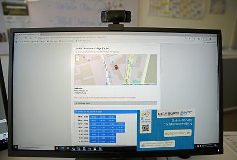 Mit dem neuen interaktiven Online-Kalender können Bürger*innen einen passenden Termin im Stadtbüro belegen – für alle Angelegenheiten, die einen persönlichen Besuch notwendig machen.©Birgit Heimrich, Stadt Marburg