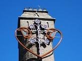 """Spiegelslustturm mit Lichtkunstwerk """"Siebensiebenzwölfnullsieben""""©Stadt Marburg"""