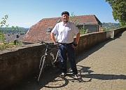 Auf die Plätze, fertig, los: Bürgermeister Wieland Stötzel motiviert die Marburger Stadtgesellschaft zur Teilnahme am Stadtradeln.
