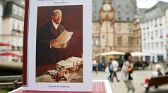 """Das Lesebuch """"Emil von Behring in Marburg"""" war ausverkauft, der städtische Rathaus-Verlag hat es nun nachgedruckt."""