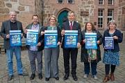 Oberbürgermeister Dr. Thomas Spies (3.v.r.) stellte zusammen mit Jürgen Kaiser (v.l.), Jochen Schmidt, Monique Meier, Erika Lotz-Halilovic und Pia Gattinger den Stadtteilbericht vor.