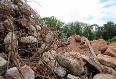 Große Steinblöcke, Schrott, Reste von Gebäudewänden und mehr hat die Baufirma aus dem ehemaligen Militärgelände entfernt.©Birgit Heimrich, Stadt Marburg