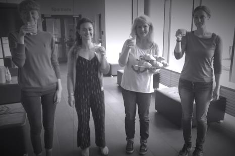 v.l.n.r.: Mirjam Klein, Laura Groddeck, Britta Sprengel und Rebekka Gilbert (Team aus dem Fachdienst Kultur); Standbild aus einem Begrüßungsvideo für die Sommerakademie 2020 von Roman Kabucov