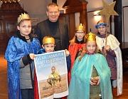 Oberbürgermeister Dr. Thomas Spies (Mitte) empfing die Sternensinger der St.-Franziskus-Gemeinde im Rathaus.