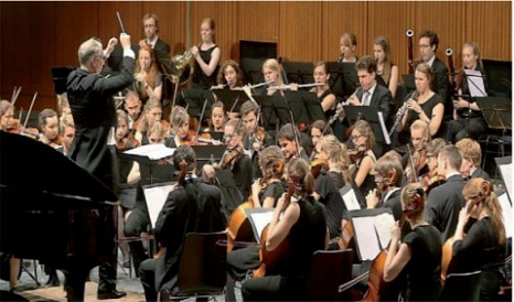 Studenten-Sinfonie-Orchester Marburg mit Dirigent Ulrich Metzger©SSO Marburg Michael Hoffsteter