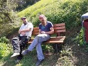 Sven und Jörg02092021 Fundamente unter Bank