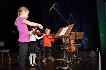Beim Festakt zum Tag der Deutschen Einheit gab es die Nationalhymne gleich dreimal zu hören: als Jazzversion, orientalisch und hier von einem Kinderstreichquartett der Musikschule Marburg.
