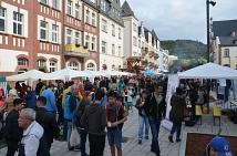 Umzug mehr als gelungen: Tausende von Marburgerinnen und Marburger haben heute von 12 bis 18 Uhr den Tag der kulturellen Vielfalt und der Deutschen Einheit erstmals gemeinsam in und rund um das Erwin-Piscator-Haus gefeiert, bisher hatte die Veranstaltung