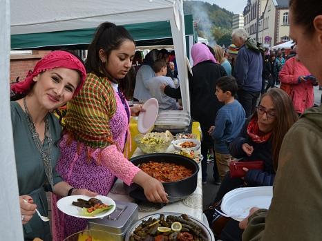 Beliebt und lecker: Speisen aus vielen in Marburg vertretenen Ländern gab es rund um das Erwin-Piscator-Haus zu probieren.