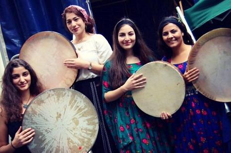 Ein buntes Programm mit Tänzen, Musik und Gesang verschiedener Nationen und Regionen erwartet die Gäste beim großen Fest am 3. Oktober. Auftreten werden unter anderem die Gruppe kurdische Gesangsgruppe Awazen Amara, die Gruppe Kereshmeh mit einem Gilaki-T©Stadt Marburg