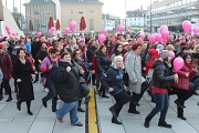 Tanz-Demo gegen Gewalt vor dem Erwin-Piscator-Haus 2017