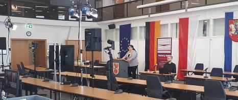 """Blick auf die Übertragungstechnik hinter dem Fachtagung """"Marburg ohne Partnergewalt""""©Universitätsstadt Marburg"""