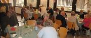 Teilnehmer1401 warmer Mittagstisch sitzen an Tischen