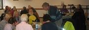 Teilnehmer gemeinsamer Mittagstisch19112019 sitzen an Tischen