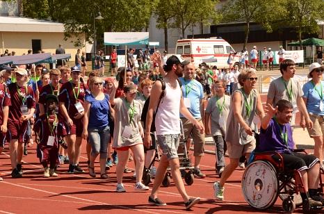 Teilnehmer/innen der ersten Hessenspiele kommen im Georg-Gaßmann-Stadion an.©Stadt Marburg, Sabine Preisler
