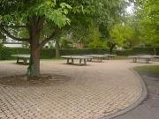 Tischtennisplatten auf Schulhof