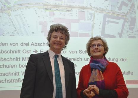 Diplom-Ingenieurin Gisela Stete stellte die Ergebnisse der Verkehrskonfliktanalyse auf Einladung von Bürgermeister Dr. Franz Kahle vor.©Universitätsstadt Marburg