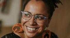 """Tupoka Ogette liest am 23. September aus ihrem Buch """"Exit Racism – rassismuskritisch denken lernen"""". Während der Online-Lesung kann sich das Publikum mit der Autorin austauschen."""