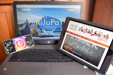 """Über viele digitale Wege hält die Jugendförderung Kontakt zu Kindern und Jugendlichen. Das """"Haus der Jugend"""" hat beispielsweise ein neues Internet-Portal und bietet zwei Accounts aufs Instagram. Auch das KiJuPa hat seinen Webauftritt überarbeitet.©Ann-Kristin Langer, Stadt Marburg"""