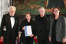 Übergabe der Ehrennadel an Engagierte©Universitätsstadt Marburg
