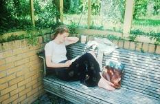 Studentin beim Lesen eines Buches©Wegst