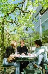 Studierende vor der Mensa am Erlenring©Universitätsstadt Marburg