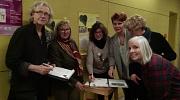 Unterschriften für die Wohnungslosen Frauen