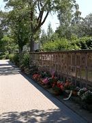 Urnenwand mit Urnenkammern auf dem Hauptfriedhof in Marburg