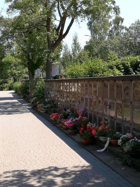 Urnenwand mit Urnenkammern auf dem Hauptfriedhof in Marburg©Universitätsstadt Marburg