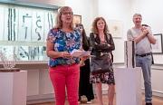 """Stadtverordnetenvorsteherin Marianne Wölk eröffnete die Ausstellung """"Ergänzung"""" in der Brüder-Grimm-Stube."""