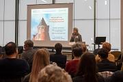 """Dr. Ute Seeland erklärte bei der Versorgungskonferenz """"Warum wir eine geschlechtersensible Versorgung brauchen""""."""
