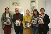 Von links: Stadträtin Dr. Kerstin Weinbach stellte das neue vhs-Programm zusammen mit Dr. Udo Engbring-Romang, Caroline Manz, Birgit Heiland und Kristine Umland vor.