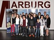 Mit dem neugewählten Vorstand um Manuel Greim (5. v. l., hinten) freuten sich Bürgermeister Dr. Franz Kahle (4. v. r.), Stadtverordnetenvorsteherin Marianne Wölk (r.), kommissarische Fachbereichsleiterin Kinder, Jugend und Familie Stefanie Lambrecht (7. v